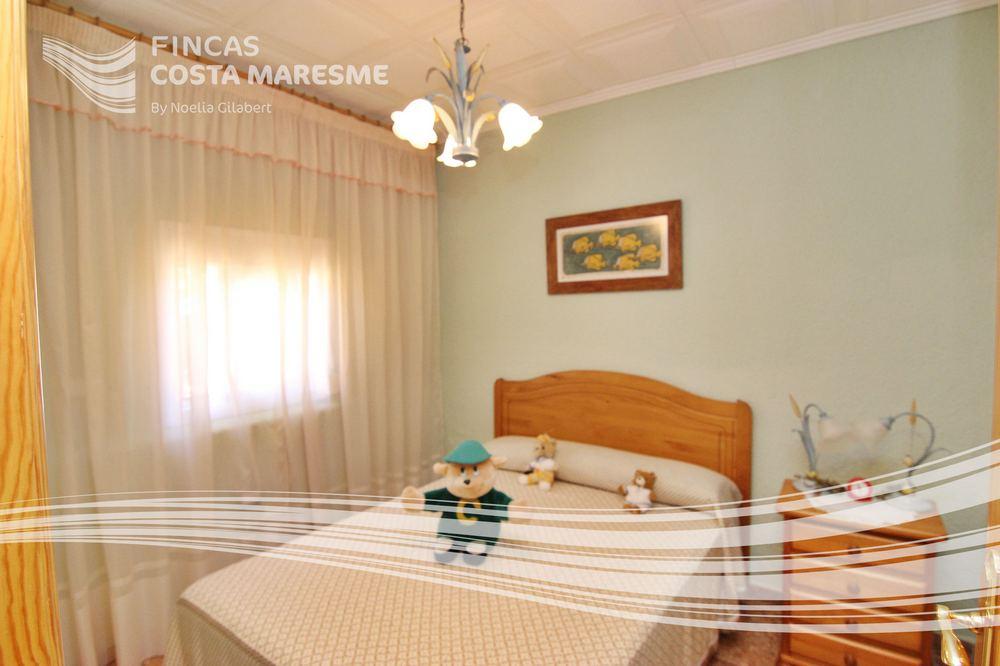 Casa con piscina sant iscle de vallalta casa en montnegre for Casas con piscina baratas barcelona